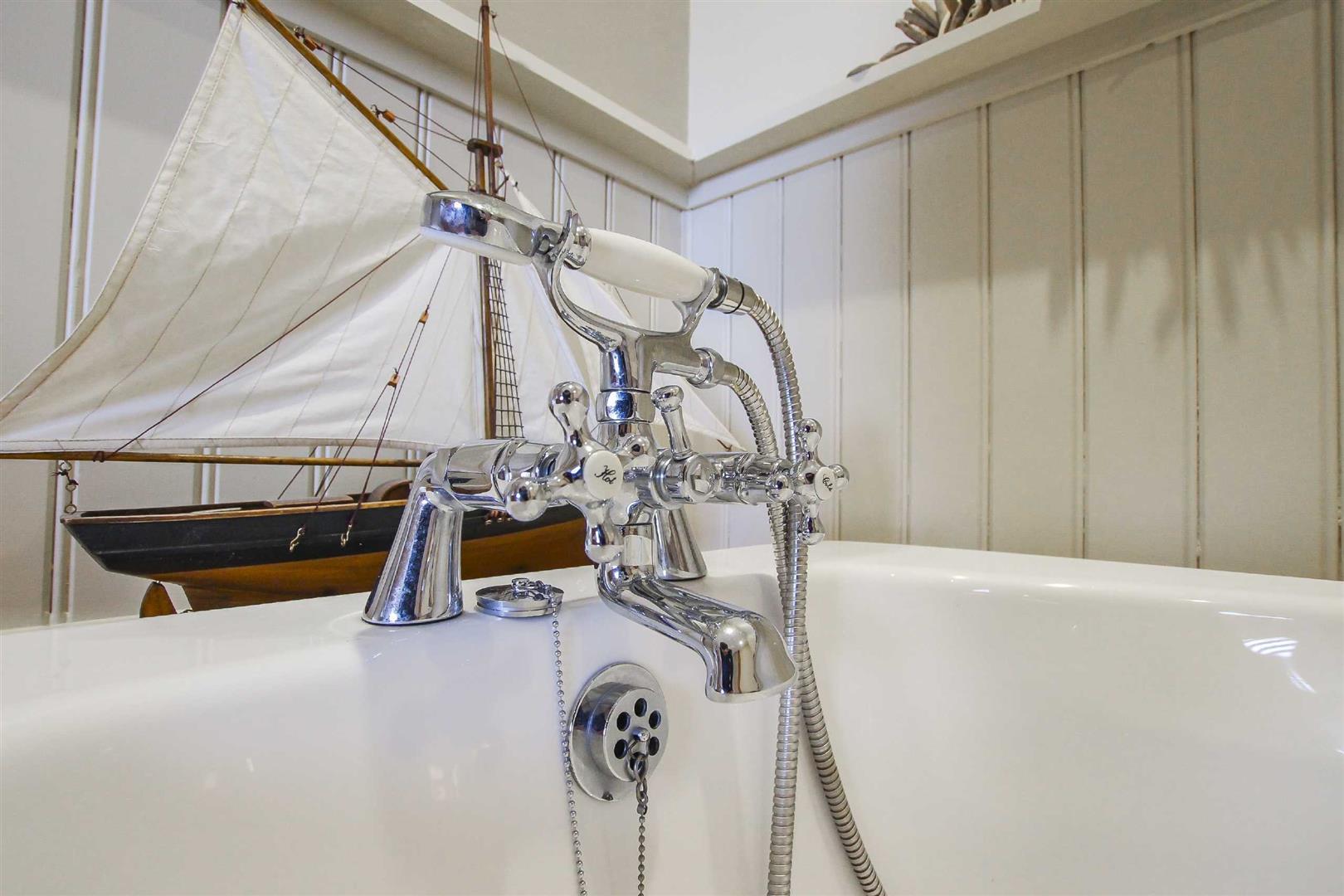 5 Bedroom Barn Conversion For Sale - p026519_15.jpg